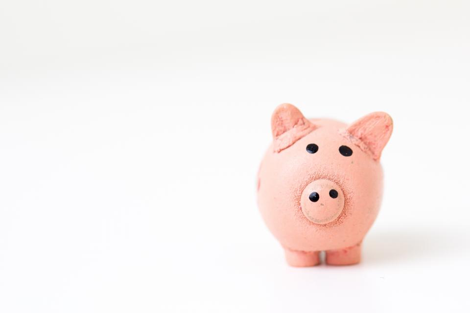 Piggy bank - tips for keeping divorce costs low